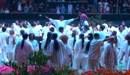 Over 1,000' Accept Christ at Kanye West's Sunday Service